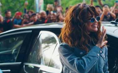 Rambut Keriting Selena Gomez Hasil Hair Extension