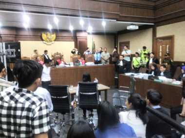 Kasus Jessica, Hakim Menggelar Rekontruksi Dadakan di PN Jakarta Pusat
