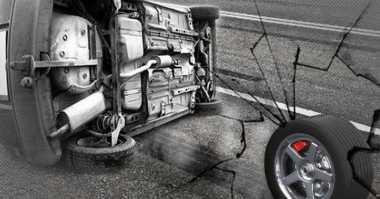 Gagal Menyalip, Pengendara Mobil Tabrak 3 Motor Sekaligus
