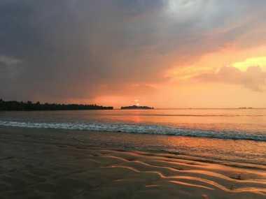 Hujan Badai Tak Bikin Luntur Pesona Ujung Kulon