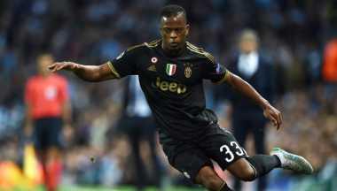 Hot Soccer: Ekspresi Evra Usai Dengar Higuain Resmi ke Juventus