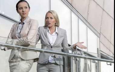 TOP FAMILY 8: Tindakan Ini Bisa Membuat Anda Dibenci di Kantor
