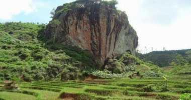 Agustusan, Bendera Sepanjang 20 Meter Akan Dikibarkan di Tebing Watu Semaur