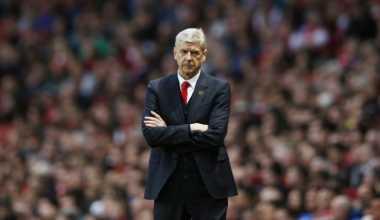 Wenger Beri Sinyal Akan Datangkan Bek Berpengalaman