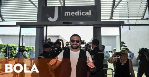 Higuain Bahagia Akan Berduet dengan Paulo Dybala