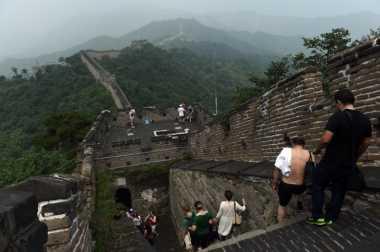 Warga Diminta Berhenti Mencuri Batu Bata Tembok Besar China
