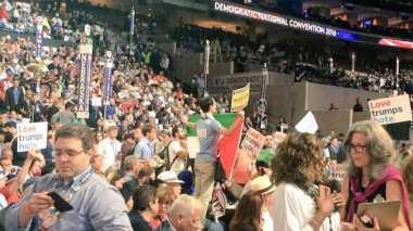 Bendera Palestina Berkibar saat Penobatan Hillary di Konvensi Demokrat