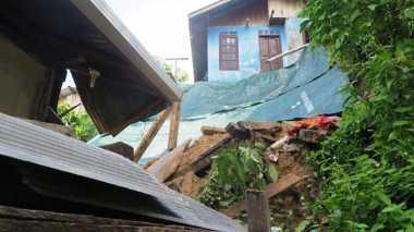 Dihantam Longsor, Dua Rumah di Balikpapan Ambruk