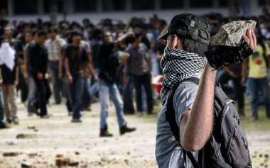 Akibat Relokasi, Pengungsi Sinabung Serang Polres Karo