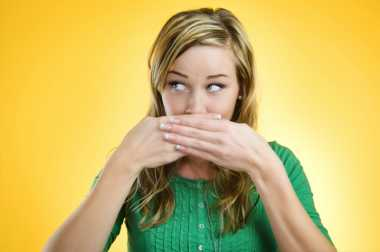Alasan Beragam Aroma Tidak Sedap yang Keluar dari Mulut