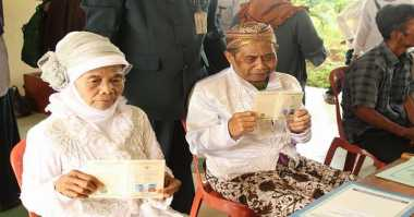 Fatimah-Karsidi Tersipu, Akhirnya Punya Buku Nikah