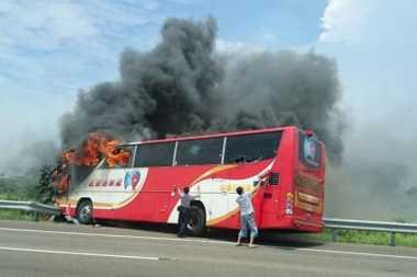 Sopir Mabuk Diduga Penyebab Bus Pariwisata Taiwan Terbakar