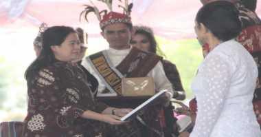Hari Keluarga Nasional, Puan Dampingi Jokowi Bagikan Penghargaan
