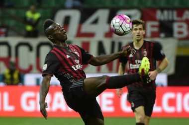 Ajax-Napoli Saling Sikut demi Balotelli