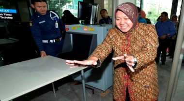 Gerakan Sapu Lidi Panggil Risma ke Jakarta