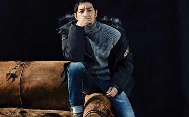 Pakai Jaket Musim Dingin, Song Joong Ki Ganteng Bikin Netizen Meleleh!