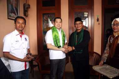 Dikalungi Sarung, Hary Tanoe Jadi Keluarga Besar FBR