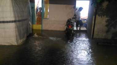 Medan Kebanjiran Setelah Diguyur Hujan 6 Jam, Sejumlah Kendaraan Mogok
