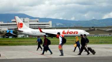 Pesawat Lion Air Tujuan Padang Terpaksa Mendarat di Pekanbaru