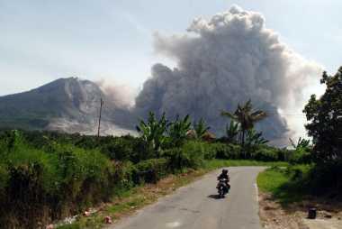 Hari Ini, Gunung Sinabung 17 Kali Erupsi dan Semburkan Awan Panas