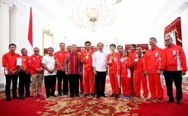 Hot Sport: Bertandang ke Istana, Owi/Butet Disambut Presiden Jokowi