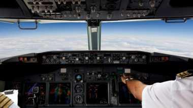 Hanya Karena Selfie, Pilot Ini Dipecat