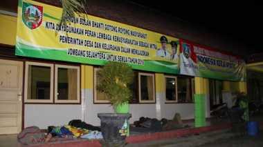 Potret Pelayanan Masyarakat di Jombang, Rela Tinggalkan Anak demi KTP