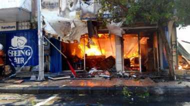 Kebakaran Toko Mebel Padam Setelah Petugas Berjibaku Selama 2,5 Jam