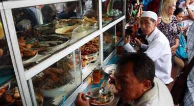 Makan Siang di 5 Warteg Terkenal di Ibu Kota