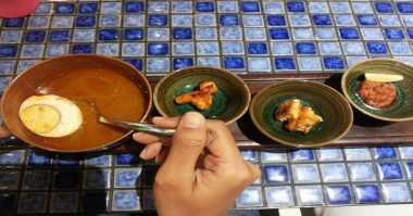 Wah, 3 Mahasiswa Asal Spanyol Belajar Masak Makanan Padang