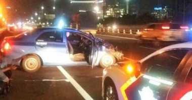 Kecelakaan di Tol Kuningan, Bagian Depan Taksi Rusak Parah