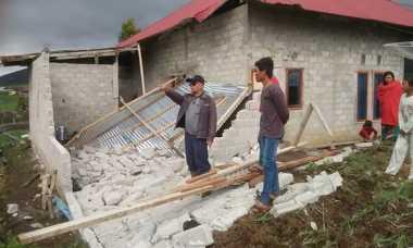 Selain Longsor, Badai Merusak Ratusan Rumah di Solok