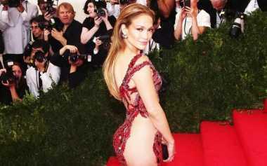 Tubuh Aduhai ala J-Lo? Ikuti Pola Dietnya!