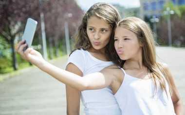 Remaja Hobi Narsis? Orangtua Harus Dampingi seperti Ini