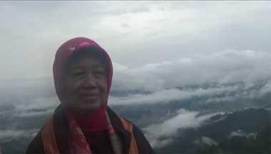 Ibunda Presiden Jokowi Kunjungi Negeri di Atas Awan