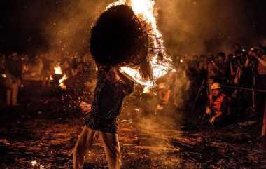Kemeriahan Pesta Api Festival Obon di Jepang