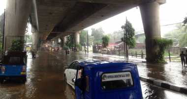 Hujan Deras, Jalan Antasari Tergenang Setinggi 30 Cm