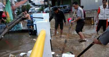 Tanggul Jebol, 40 Rumah Warga Terendam Banjir di Tangsel