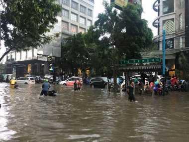 Puluhan Ribu Orang Terdampak Banjir di Jakarta