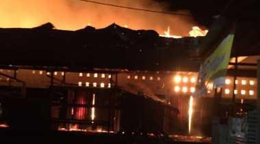 Pasar di Perbatasan Indonesia & Papua Nugini Kebakaran