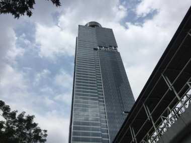 TOP TRAVEL 1: Tertinggi di Indonesia, Gedung Ini Mencapai 304 Meter!