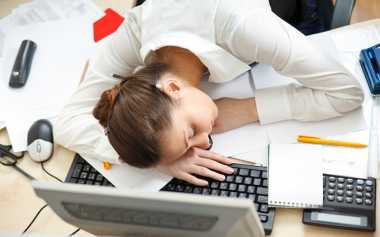 Karyawan Suka Mengantuk di Kantor? Ternyata Ini Lho Penyebabnya