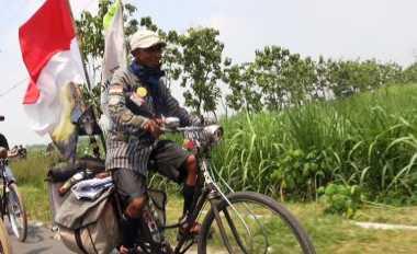 Roni Bersepeda dari Sabang sampai Merauke Demi Merah Putih