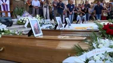 35 dari 290 Korban Gempa Italia Dimakamkan Massal