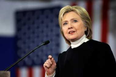 Hillary Dengarkan Pengarahan Intelijen Pertamanya sebagai Capres AS