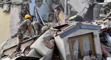 Pengungsi Kumpulkan Uang Bantu Korban Gempa Italia