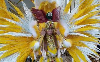 Jember Fashion Carnaval, Ribuan Peserta Merias Wajahnya Sendiri
