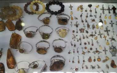 Tidak Perlu ke Eropa, Perhiasan Amber Dijual di Pameran Perhiasan Mutumanikam JCC