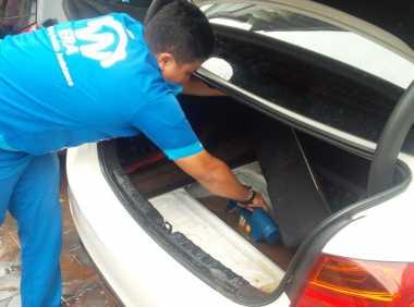 Puluhan Mobil Mogok Usai Terendam Banjir di Kemang