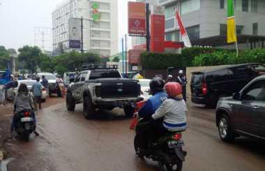 Evakuasi Banjir, Lalin di Jalan Kemang Raya Padat